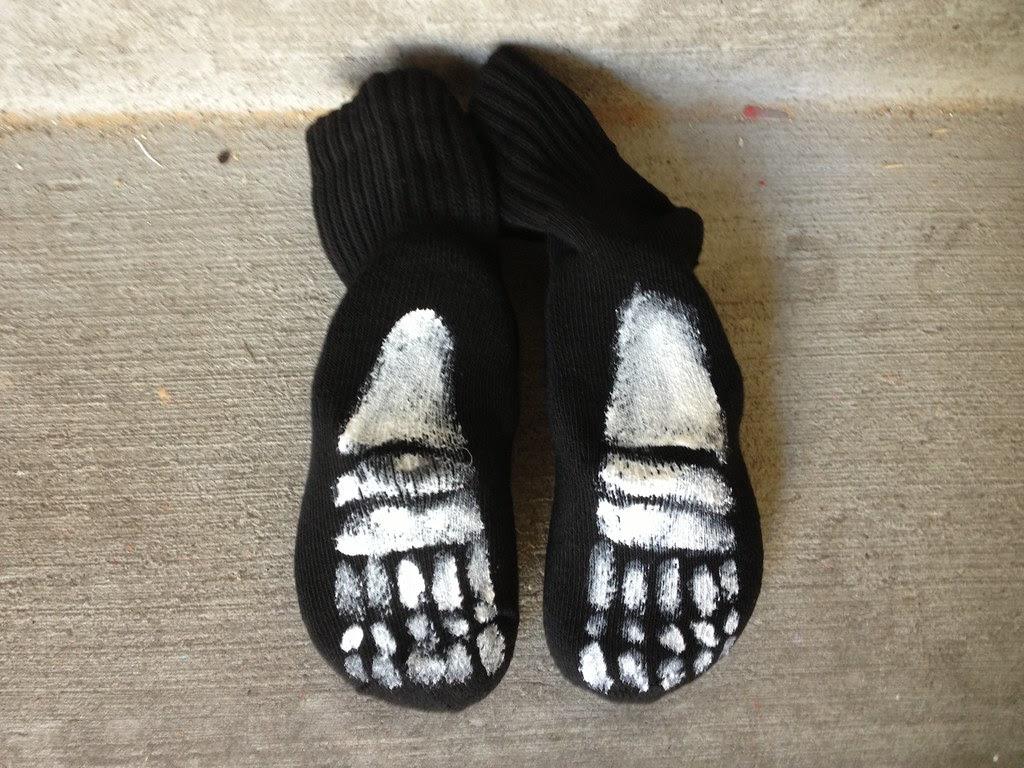 Painted-skeleton-socks