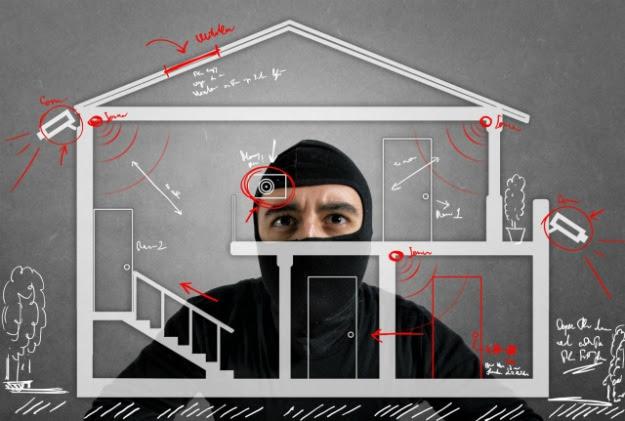 3 Ways Smart Alarm Systems Help Wage A War Against Burglars