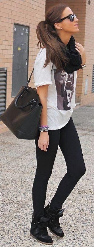 Street fashion with black leggings, t-shirt and handbag