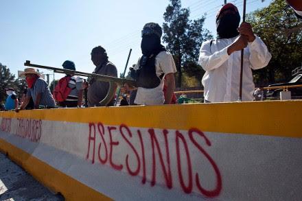 Marchan sobre la autopista Del Sol por caso Ayotzinapa. Foto: Germán Canseco