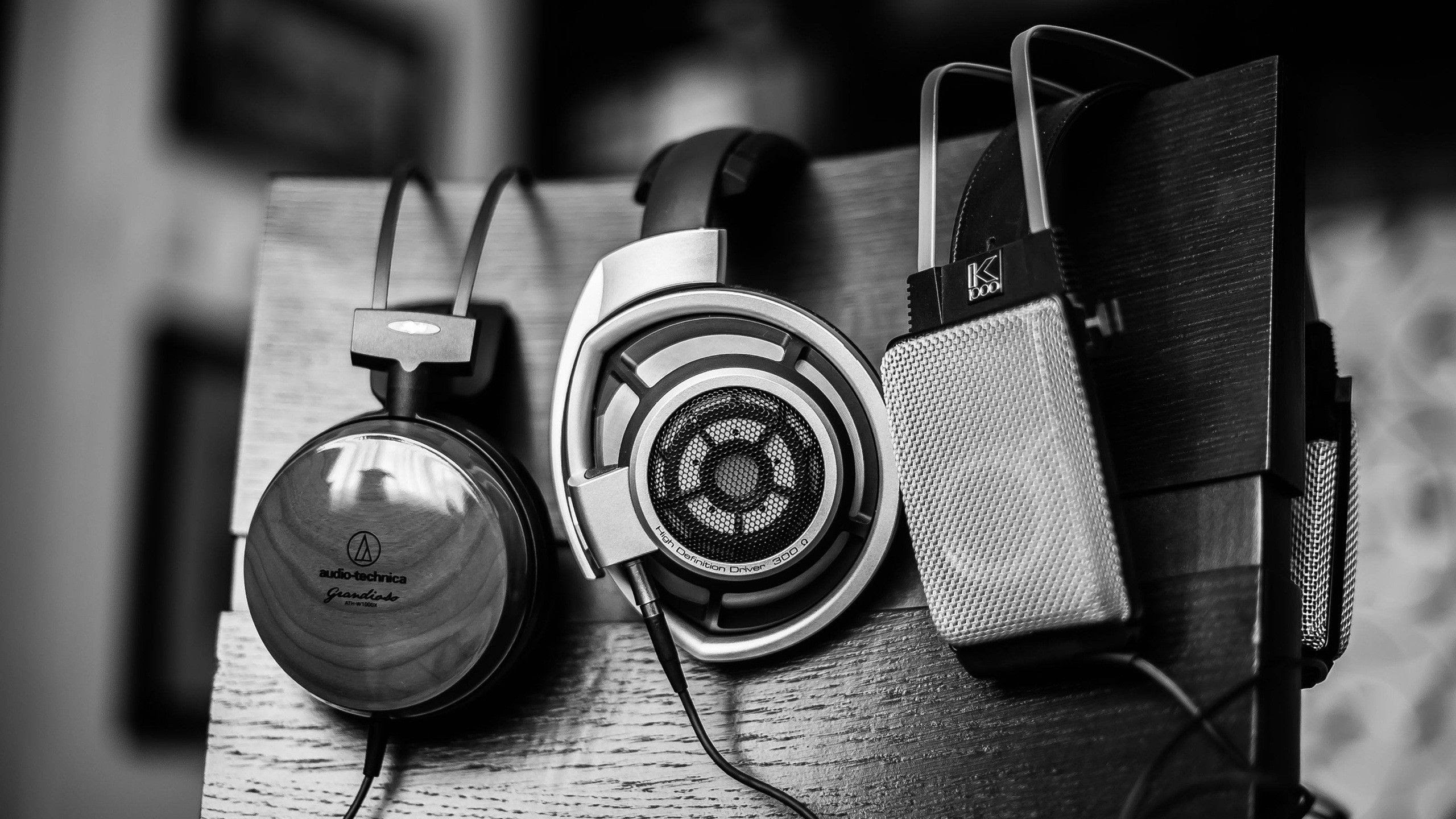 http://blog.funeralone.com/wp-content/uploads/2014/05/Headphones-Gray-Music.jpg