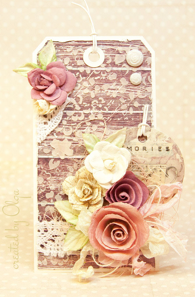 Сочетание необычных тканевых цветов с тэгом