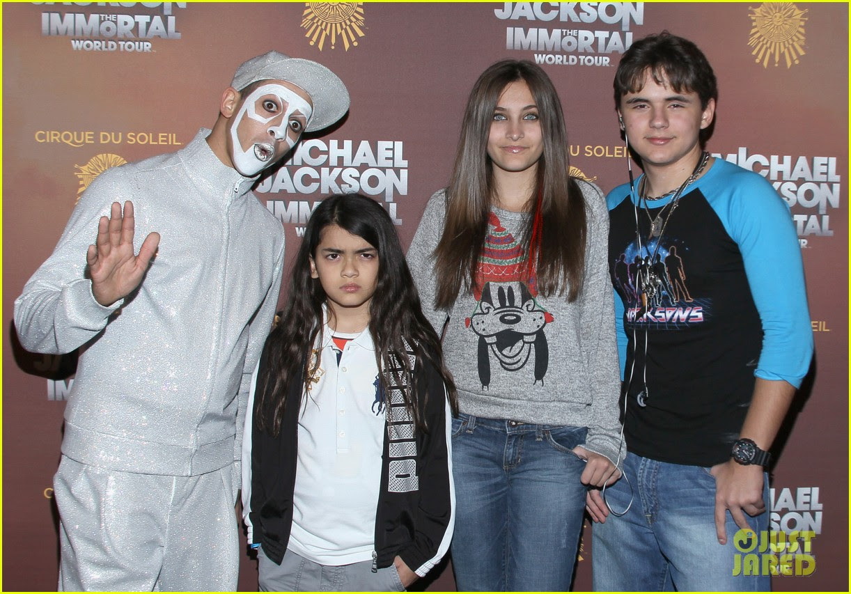paris prince blanket jackson immortals tour 03
