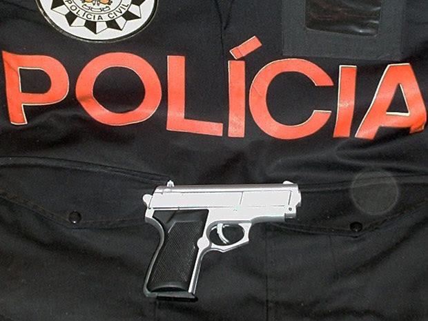 Brinquedo usado no assalto foi apreendido pela polícia (Foto: Polícia Civil/Divulgação)