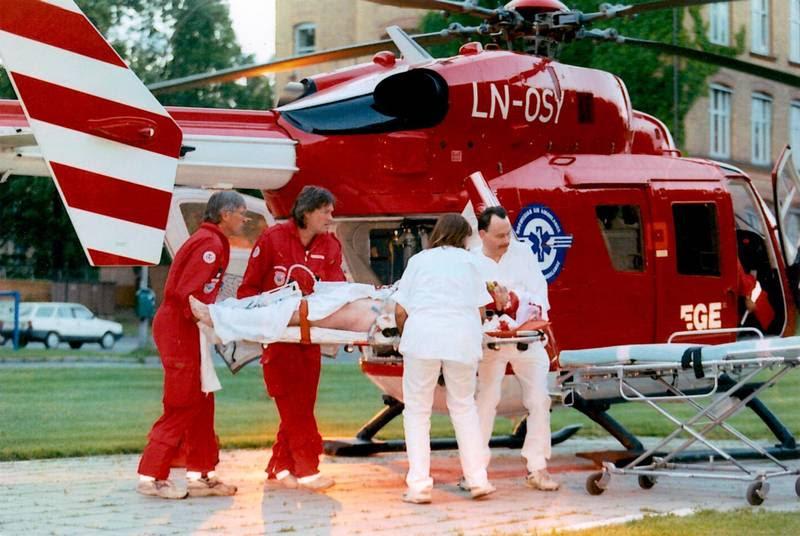 Danskeren Jan Krogh Jensen føres i luftambulance til et norsk sygehus efter skudattentatet uden for Drammen 15. juli 1996. Men hans liv stod ikke til at redde. Polfoto