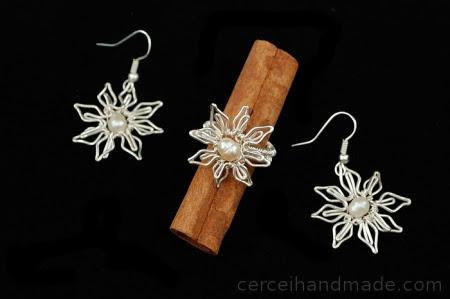 Cercei si inel floare si perle albe