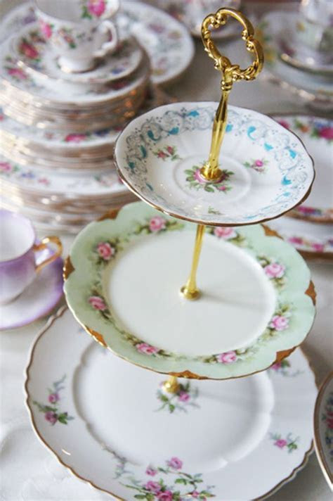 Best 25  Tiered cake stands ideas on Pinterest   Cheap