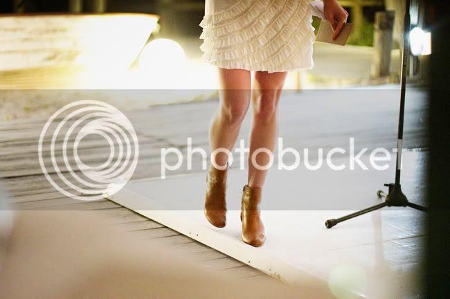 http://i892.photobucket.com/albums/ac125/lovemademedoit/welovepictures/StrandKombuis_Wedding_100.jpg?t=1324655135