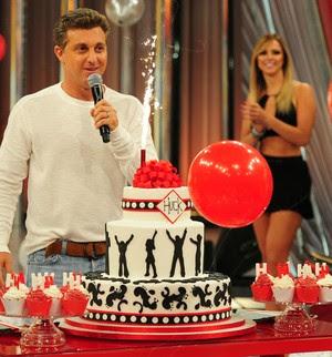 Luciano Huck comemora aniversário no palco do Caldeirão (Foto: Caldeirão do Huck/ TV Globo)