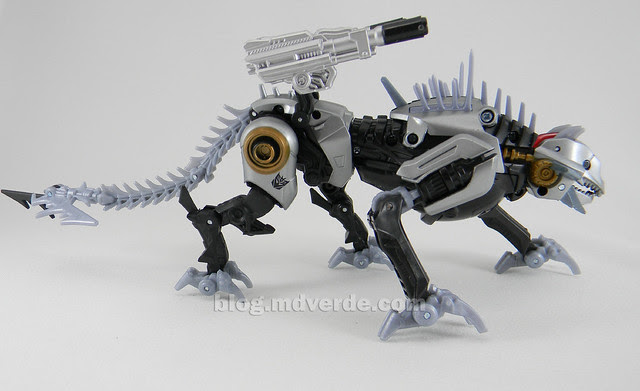 Transformers Sea Attack Ravage HftD Deluxe - modo robot