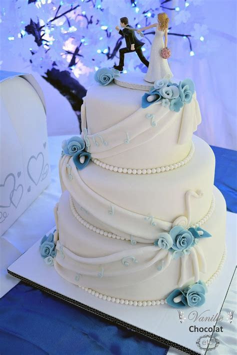 White and blue wedding cake with flowers and music notes