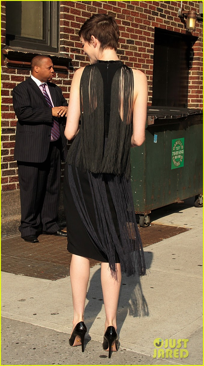 anne hathaway late show with david letterman appearance 05