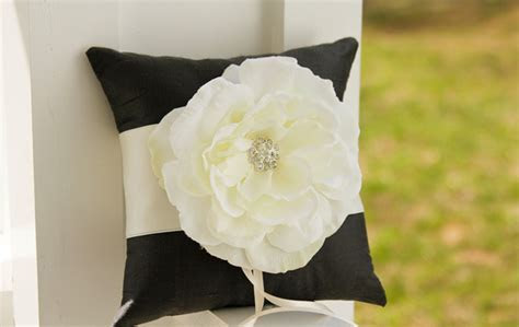 How to Pick the Ringbearer Pillow   WeddingElation