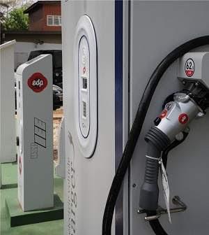 Eletroposto para abastecer carros elétricos é inaugurado em SP