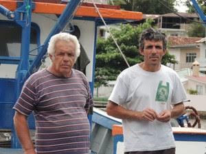 Veco (esquerda) e Silvano (direita) trabalham na pesca desde a adolescência (Foto: Janara Nicoletti/G1)