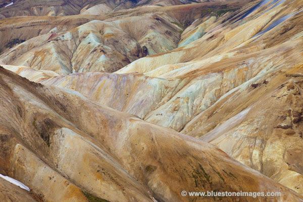 01M-1094 Temp Colourful Hills Iceland