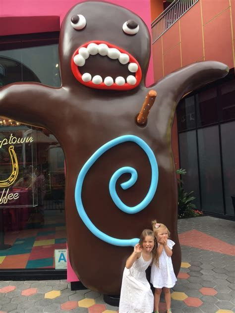 Did Someone say Doughnut? Voodoo Doughnuts Opens in Los