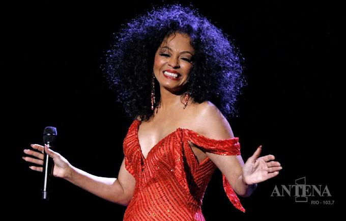 Após 15 anos, a cantora Diana Ross anuncia retorno.