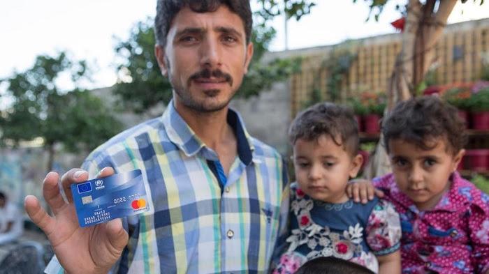 Warum Verschenkt Die Uno Kreditkarten An Flüchtlinge Pi News