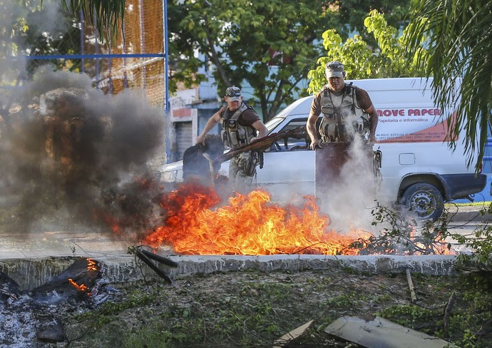 greve polícia militar pernambuco recife (Foto: Carlos Ezequiel Vannoni / Agência JCM/Foto Arena)
