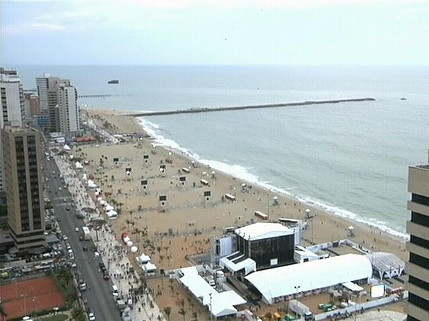 Púlbico começar a chegar ao local da festa em Fortaleza às 17h30 (Foto: TV Verdes Mares/Reprodução)