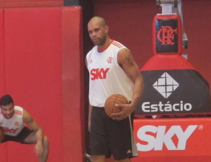 Treino Flamengo basquete NBA - Tiagão (Foto: Thales Soares)