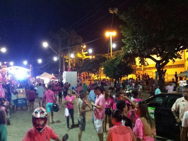 Um homem é morto e seis pessoas são baleadas durante comício político na Bahia (Foto:  Giro Ipiaú)