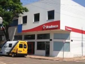 Criminosos tentaram roubar agência bancária, mas foram surpreendidos pela polícia (Foto: Reprodução RPC)