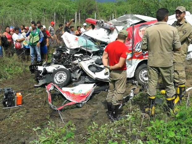 Acidente foi na BR-222, entre Forquilha e Sobral (Foto: PRF-CE/Divulgação)