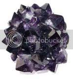 La amatista es una piedra que puede funcionar muy bien como amuleto para un nativo de Acuario porque le agudizará la inteligencia y le estimulará la concentración y la espiritualidad