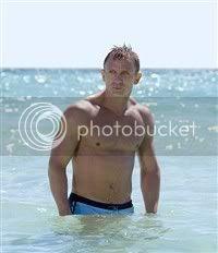 Daniel Craig looks as sexy as Vladimir Putin!