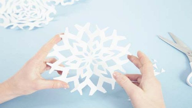 Christmas Decorations To Make And Sell How To Make Paper Snowflake