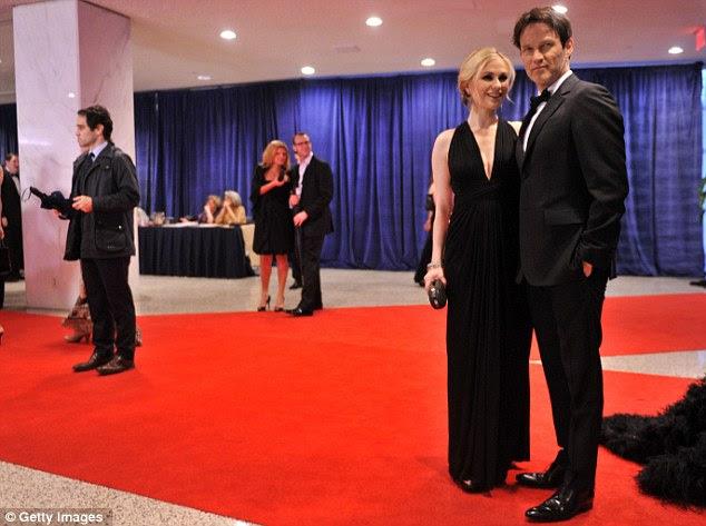 Casal feliz: Anna Paquin mostrou fora sua colisão do bebê pequeno com seu marido, True Blood estrela Stephen Moyer no evento