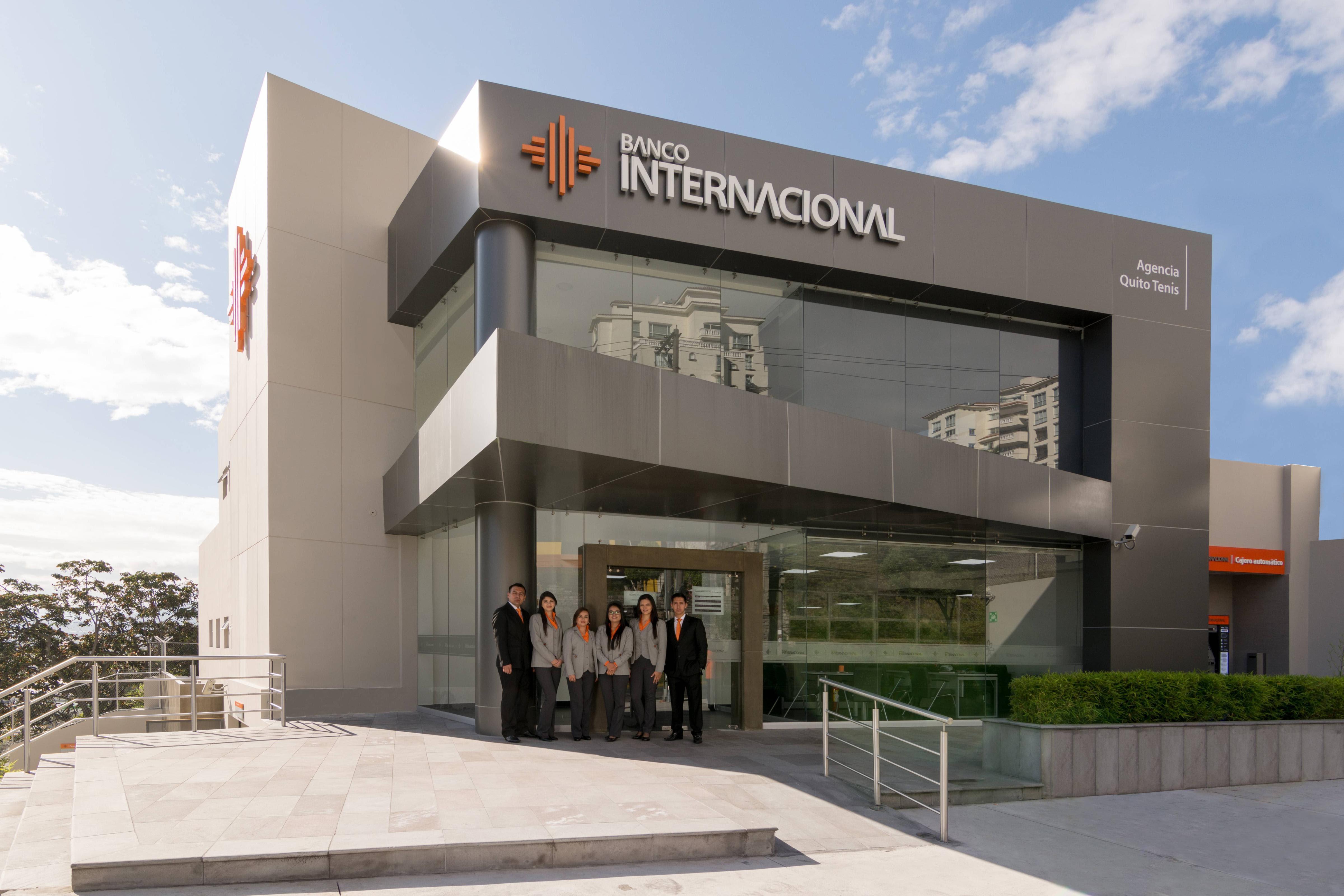 Banco Internacional inaugura moderna agencia en Quito Tenis