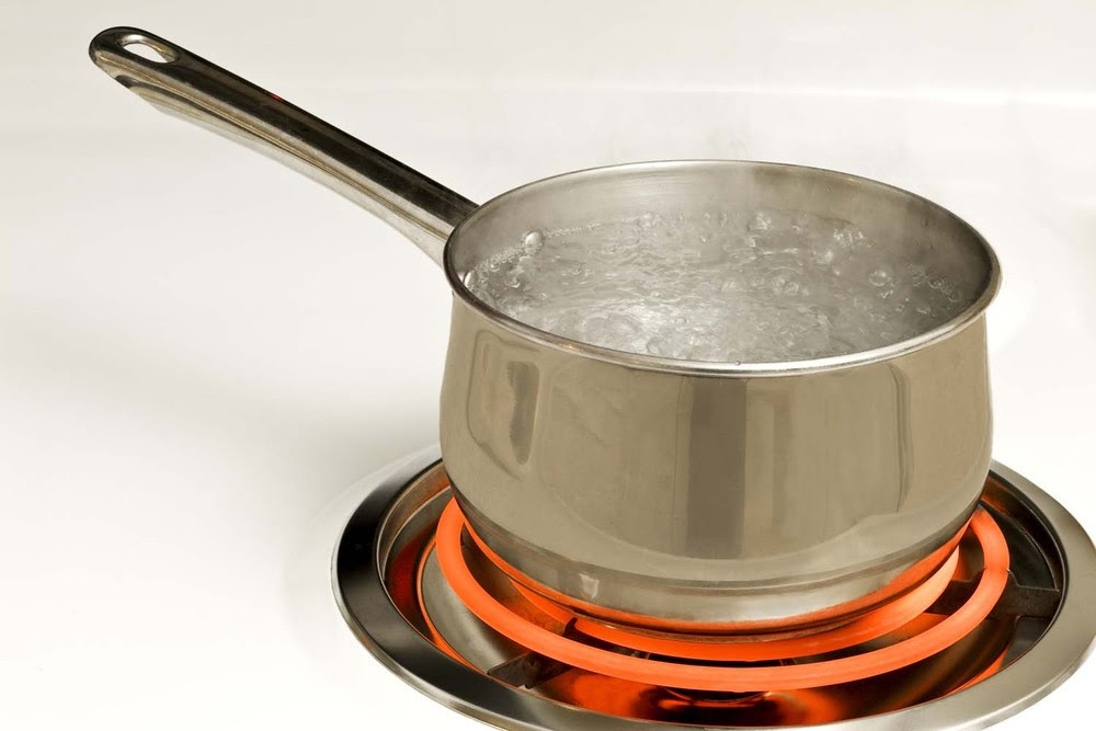 boiling water to make an iced tea recipe