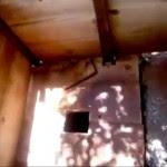 Buraco utilizado como banheiro pelos imigrantes.
