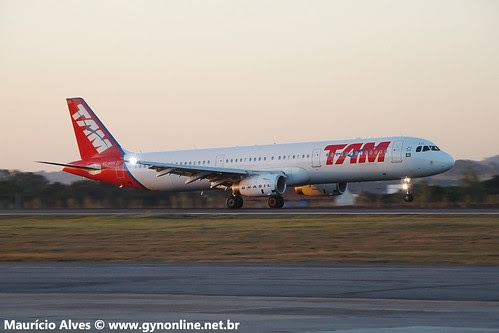Airbus A321 - TAM - PT-MXH by GYN Online