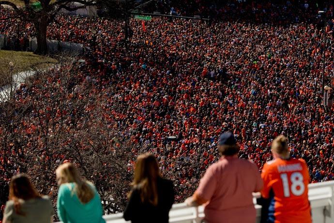Denver Broncos desfile campeão Super Bowl 50 (Foto: Justin Edmonds / Getty Images)
