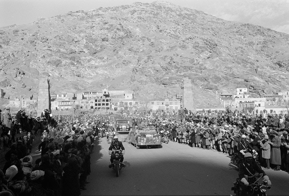 Автоколонна во время визита в Кабул 34-го президента США Дэвида Эйзенхауэра