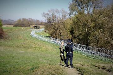 Slovenia: srotolando il filo spinato