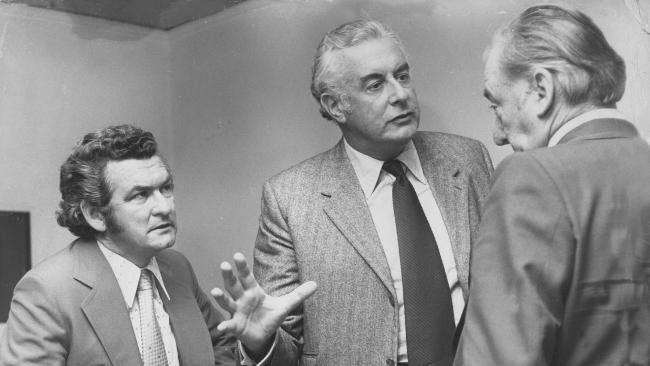 http://resources2.news.com.au/images/2009/12/31/1225814/996922-hawke-whitlam-murphy.jpg