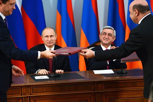 http://armenianow.com/sites/default/files/img/imagecache/600x400/serzh-sargsyan-vladimir-putin-gas-agreement.jpg