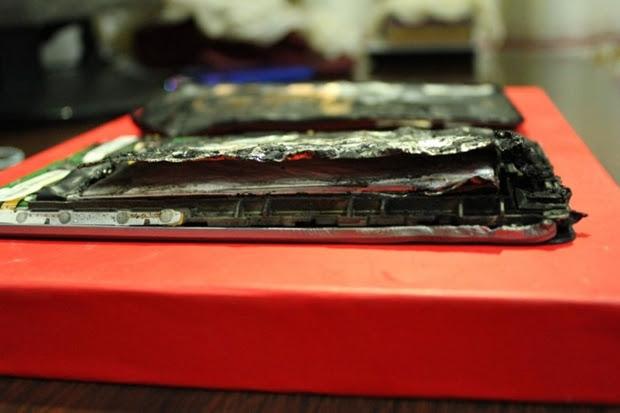Interior do Nexus 7 totalmente destruída (Foto: Divulgação)