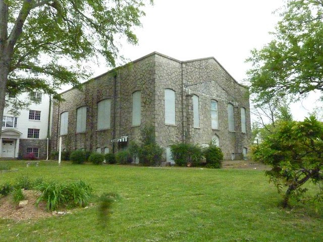 P1090859-2011-04-15-Hapeville-1st-Baptist-Church-old-stone-church
