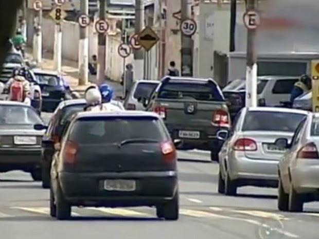 Número de multas quase dobra em março em Itapetininga (Foto: Reprodução/ TV TEM)