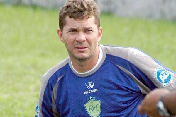 Isaías fez história como goleiro do Baraúnas e agora investe na carreira de técnico