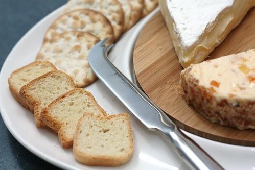Crackers & Mini toasts & cheese knife