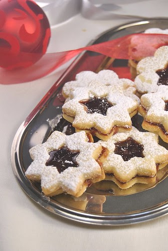Mulled Wine Linzer Cookies