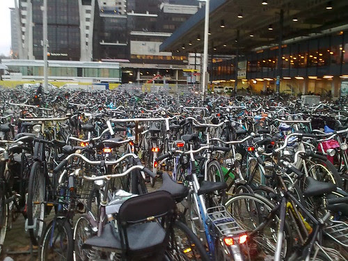 Bicicletas na Estação Central de Haia