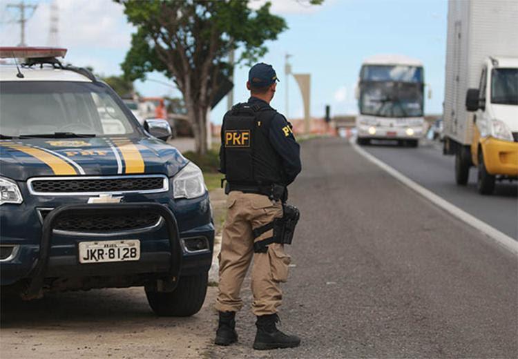 PRF conta com reforços no efetivo, motos e helicóptero - Foto: Raul Spinassé l Ag. A TARDE l 08.07.2016